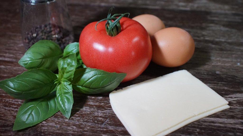 チーズ・卵・トマトの画像